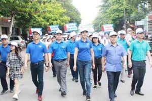 Hoa hậu Ngọc Hân cùng 1.000 thanh niên Bắc Giang đi bộ vì cộng đồng