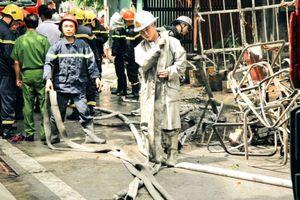 Nóng: Vụ cháy xưởng làm ghế sofa ở phường Trung Văn khiến 5 người thương vong