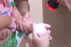 Bệnh viện Sản nhi Quảng Ngãi quá tải vì bệnh nhân bị tay chân miệng