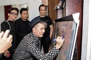 Bị giới họa sĩ chỉ trích vì ký tên lên tranh, Đàm Vĩnh Hưng lên tiếng