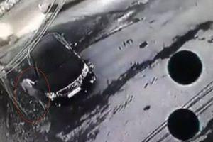 Khởi tố vụ án người phụ nữ ăn mặc sang chảnh lén cào xước xe ô tô Camry