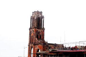 Nhà thờ Trái tim: Khi hoang tàn thành chốn rong chơi