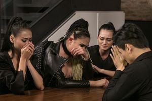 Võ Hoàng Yến khóc nức nở khi bị Thanh Hằng loại thí sinh