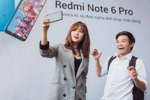 'Hot girl cơm nguội' lập kỷ lục selfie với hơn 130 bạn trẻ