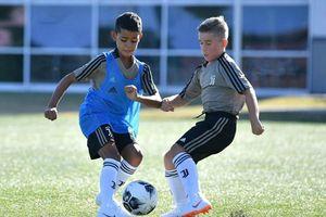 Con trai Cristiano Ronaldo gây sốt với pha solo ghi bàn