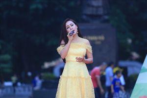 Dàn ca sĩ Sao Mai hát vì trẻ em thiệt thòi