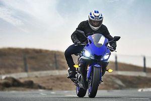 Phân khúc sportbike 250cc: Chọn Ninja 250 hay Yamaha YZF-R25 mới?
