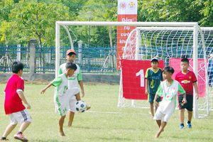 Phát triển nhân cách trẻ em qua bóng đá