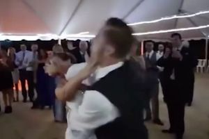 Bi hài cảnh cô dâu bị chú rể đẩy ngã chổng vó ngay trong ngày cưới