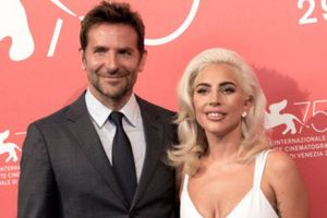 Nhạc phim 'A Star is Born' của Lady Gaga đoạt quán quân Billboard