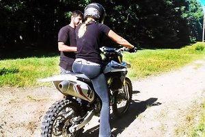 Khi phụ nữ tập tành chạy xe môtô địa hình và cái kết