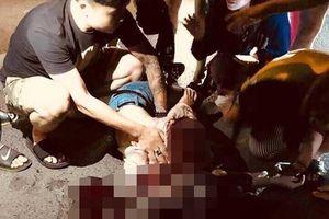 Cô gái trẻ nghi bị người yêu cũ chặn đường, đâm trọng thương trên phố