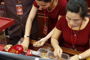 Giá vàng chốt phiên 15/10: Vàng trong nước tăng sốc 310.000 đồng/lượng