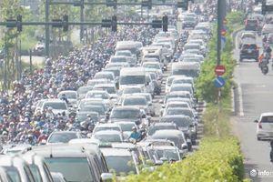 TP.HCM: Giao thông tắc nghẽn vì sự cố trước cửa hầm Thủ Thiêm