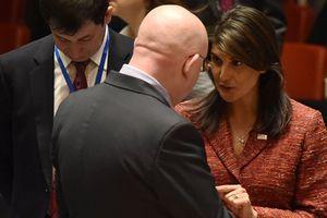 Món quà chia tay 'bí mật' Đại sứ Nga hứa tặng cho Đại sứ Mỹ Haley