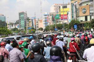 Cảnh giao thông hỗn loạn sau sự cố sập giàn giáo trước hầm Thủ Thiêm