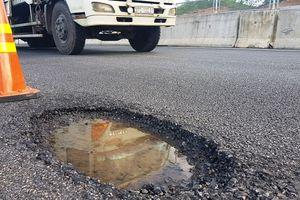Cao tốc Đà Nẵng - Quảng Ngãi: Sử dụng vật liệu vá đường cấp thấp