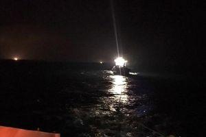 Nghệ An: Cứu nạn khẩn cấp 18 thuyền viên gặp nạn trên biển