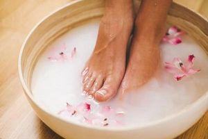 Chẳng còn tự ti vì mùi hôi chân khó chịu nhờ những cách khắc phục cực đơn giản này tại nhà