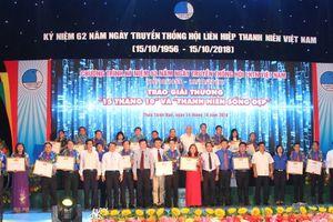 32 gương mặt tiêu biểu nhận giải thưởng '15 tháng 10' và 'Thanh niên sống đẹp'