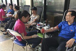 Đoàn thanh niên Bộ Công Thương: Sẻ chia giọt máu đào, trao niềm vui hi vọng