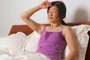 Ngoài nóng, những nguyên nhân khác khiến bạn dễ đổ mồ hôi ban đêm là gì?