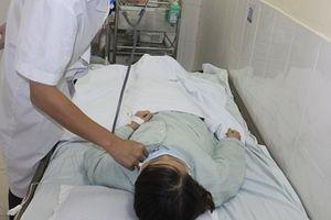 Mảnh xương vịt nằm hơn 3 tháng trong phế quản người phụ nữ