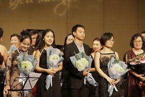 Đêm hòa nhạc 'Thu yêu thương' gây quỹ từ thiện 'Khăn ấm cho em'