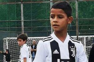 Con trai Ronaldo solo ghi bàn khiến cộng đồng mạng phát sốt