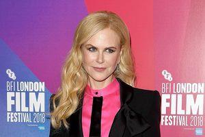 Nicole Kidman mặc vest đen cá tính, trẻ trung ở tuổi 51