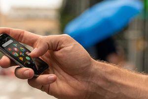 'Tượng đài' Palm quay trở lại với mẫu điện thoại nhỏ bằng chiếc thẻ tín dụng