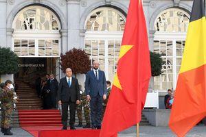 Thủ tướng Bỉ ra tận ôtô đón Thủ tướng Nguyễn Xuân Phúc
