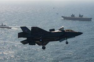 Hình ảnh lịch sử F-35B trên tàu HMS Queen Elizabet