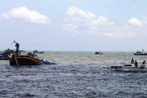 Tàu cá Quảng Nam bị tàu lạ đâm gần Hoàng Sa