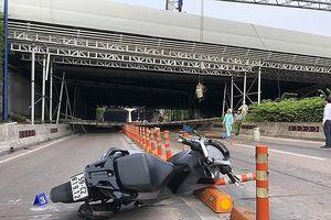 Sập giàn giáo cầu vượt đầu hầm Thủ Thiêm: Hôm nay, công an làm việc với tài xế xe gây sự cố
