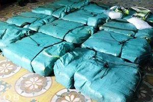 Bắt vụ vận chuyển 308,6kg ma túy đá trên quốc lộ 1A