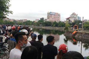 Hàng trăm người dân kéo đến hiện trường vụ thi thể người đàn ông nổi trên hồ