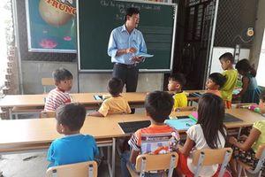Lớp học đặc biệt ở làng bè hồ Dầu Tiếng