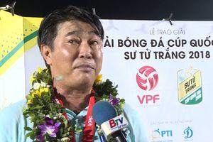 HLV Trần Minh Chiến phấn khích với chức vô địch cúp Quốc gia cùng Bình Dương