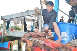 Tàu cá Quảng Nam bị đâm va hư hỏng nặng trên vùng biển Hoàng Sa