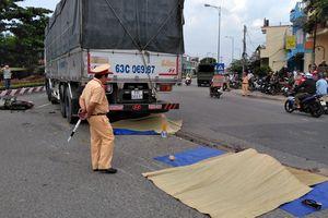 Xe tải va chạm xe tay ga, hai mẹ con bị cán tử vong