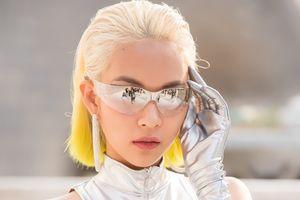Phí Phương Anh diện set đồ gần 1 tỉ đồng dự 'Seoul Fashion Week'