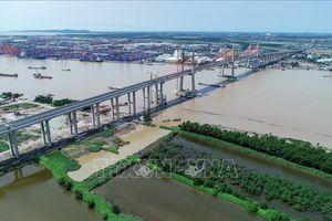 Hoạt động cả tháng, đã bắt đầu thu phí, cầu Bạch Đằng và cao tốc ngàn tỷ vẫn 'tối um'