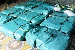 Toàn cảnh vụ truy bắt 2 nghi phạm bỏ trốn để lại hơn 300kg ma túy đá trong xe ô tô
