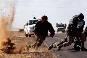 Kiệt sức, IS hoảng loạn rút sâu vào sa mạc né đòn quân đội Syria