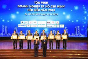 Hòa Bình vinh dự Top 10 Doanh nghiệp TP.HCM tiêu biểu 2018