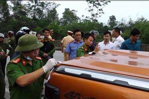 Clip lực lượng công an truy bắt xe bán tải chở hàng trăm kg ma túy đá tại Quảng Bình