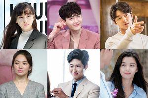 Bỏ phiếu trên báo Hàn (15/10): Gong Yoo dẫn trước Jeon Ji Hyun, chị em Song Hye Kyo - Park Bo Gum đối đầu Lee Na Young - Lee Jong Suk