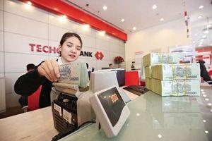 Techcombank thưởng 300.000 cổ phiếu cho 3 lãnh đạo