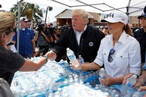 Tổng thống Mỹ thị sát khu vực bị tàn phá bởi bão Michael